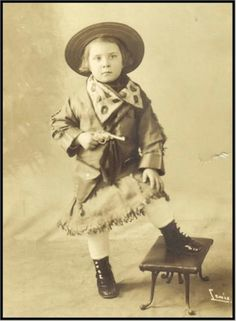 vintage cowgirl (packin'!)