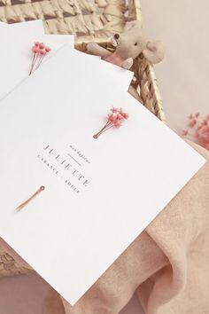 Invitation Card Design, Wedding Invitation Design, Wedding Stationary, Wedding Cards, Diy Wedding, Dream Wedding, Festa Party, Flower Cards, Business Card Design