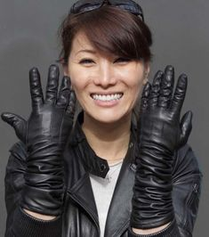 Tight Leather Pants, Black Leather Gloves, Strong Women, Fit Women, Elegant Gloves, Plastic Raincoat, Long Gloves, Exotic Beauties, Leather Dresses