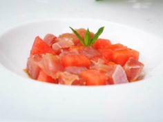 Foto della tartare di tonno con anguria, menta e vodka