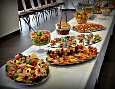 Catering, Table Settings, Food, Meal, Table Top Decorations, Essen, Place Settings, Tablescapes, Desk Layout