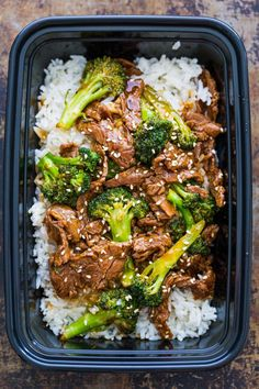 Beef and Broccoli is an easy, meal loaded with broccoli, tender beef, and the best stir fry sauce. How to make Broccoli Beef Stir Fry! Beef and Broccoli with the Best Sauce (VIDEO) - Natasha Beef And Broccoli Sauce, Beef And Brocolli, Beef Broccoli Stir Fry, Broccoli Recipes, Fresh Broccoli, Stir Fry Meal Prep, Healthy Meal Prep, Healthy Eating, Wok Sauce