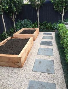Both beginning and experienced gardeners love raised garden beds. Here are 30 cool ideas for raised garden beds, from the practical to the extraordinary. 30 Raised Garden Bed Ideas via Landscape Borders, Garden Borders, Garden Path, Gravel Garden, Side Garden, Rooftop Garden, Garden Boarders Ideas, Diy Garden Box, Kitchen Garden Ideas