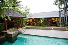 Meryula - Luxury Holiday Home Port Douglas Located in beautiful Port Douglas, Meryula – Luxury Holiday Home offers a sparkling outdoor pool, a private tropical garden and a spacious terrace. Guests of the 6-bedroom holiday home can enjoy free WiFi access and free on-site parking.