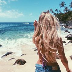 Every photo of hers makes me want to move to Hawaii @the_salty_blonde