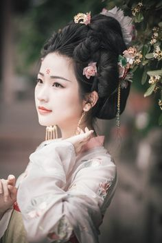 my hanfu favorites Traditional Fashion, Traditional Dresses, Chinese Clothing Traditional, Hanfu, Oriental Fashion, Asian Fashion, Imperial Clothing, Ancient Beauty, China Girl