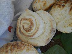 Reggeli gluténmentes péksütemények - kifli, zsemle briós Gyorsan elkészíthető, finom gluténmentes péksütemények reggelire, uzsonnára. Másnap egy kicsit rámikrózva is finom, puha, mintha frissen sült volna. kifli, zsemle, briós