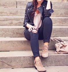 77e0e6012 leather jacket and low boots outfit. Valentina Silva Avalos · Botines café  outfit