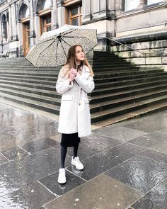 Teddy coat, leopard umbrella and chunky sneakers, photographed in rainy Edinburgh My Outfit, Outfit Of The Day, Stylish Mens Fashion, Teddy Coat, Chunky Sneakers, Edinburgh, Street Photography, Autumn Fashion, Street Wear