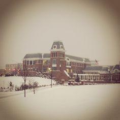 The Alumni Center in the snow. Thanks for the photo @emilyythomas