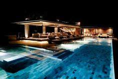 aménagement de piscine avec grande terrasse
