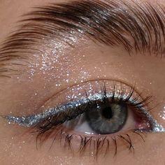"la femme dans l'art on Twitter: ""eyeliner looks by lou sims… "" Cute Makeup Looks, Makeup Eye Looks, Eyeliner Looks, Eye Makeup Art, Colorful Eye Makeup, Pretty Makeup, Skin Makeup, Makeup Inspo, Makeup Inspiration"