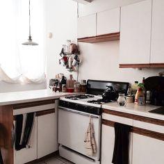 ニューヨークのブルックリンの元工場のリノベーション物件でおしゃれに暮らす建築家であるコバヤシユズルさんとグラフィックデザイナーであるハヤシアキさんの部屋_6