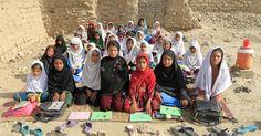 Mahajera Armani é professora de uma turma de meninas no Afeganistão.