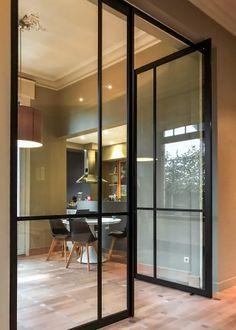 dubbele steel look pivoterende deur Steel Doors, Wood Doors, Barn Doors, Modern Patio Doors, Loft Door, Loft Stil, Pivot Doors, Door Design Interior, Modern Glass