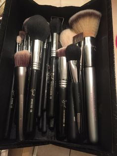 How I Clean My Brushes! – ErinRenaesfx