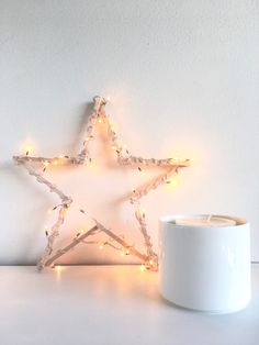 ESTRELLA LUMINOSA. DIY Christmas Projects, Kids Room, Candle Holders, Xmas, Diy, Room Decor, Candles, Crafty, Ideas Para
