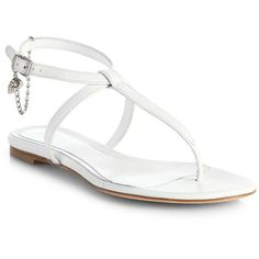 Alexander McQueen Skull Leather Thong Sandals (3.760 ARS) ❤ liked on Polyvore featuring shoes, sandals, flats, sapatos, white, apparel & accessories, white leather sandals, thong sandals, leather sandals and white flats
