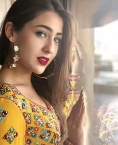 Beautiful and gorgeous bollywood actress Indian Bollywood Actress, Beautiful Bollywood Actress, Bollywood Fashion, Beautiful Actresses, Indian Actresses, Beautiful Girl Indian, Most Beautiful Indian Actress, Sara Ali Khan, Superbat
