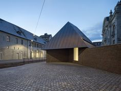Herzog & de Meuron has completed an extension to the Musée Unterlinden in Colmar, France, with an underground gallery and a monumental concrete staircase Architecture Design, Contemporary Architecture, Tadao Ando, Luigi Snozzi, Concrete Staircase, Rem Koolhaas, Adaptive Reuse, Brick And Stone, House Styles