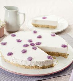 Recette du gâteau à la violette dans la collection Escapade en Espagne Escapade, Vanilla Cake, Collection, Food, Sugar, Kitchens, Sweet Pie, Spain, Envy
