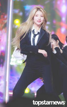 South Korean Girls, Korean Girl Groups, Gfriend Sowon, G Friend, Girlfriends, Duster Coat, Jumpsuit, Blazer, People