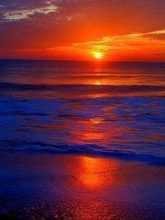 ✮ Gorgeous Sunset, No two sunsets or sunrises are exactly the same; endless possibilities for wonderful color and light combinations. Amazing Sunsets, Amazing Nature, Pretty Pictures, Cool Photos, Beautiful World, Beautiful Places, Photos Voyages, Beautiful Sunrise, Beautiful Ocean