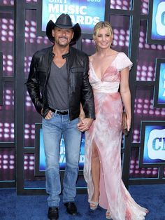 Tim McGraw and Faith Hill, the multi-platinum-selling husband and wife duo have been married 15 years Male Country Singers, Country Love Songs, Hot Country Boys, Country Couples, Country Girl Quotes, Country Music Artists, Country Music Stars, Cute Couples, Girl Sayings