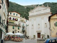 Choose from over holiday cottages, apartments, villas and accommodation at popular destinations, SAVE MONEY and book holiday rentals with owners directly. Holiday Apartments, Rental Apartments, Places To Travel, Places To Visit, Italy Street, Tuscany, Street View, Cottage, Mansions