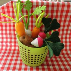 Play Food Felt Food 8 Felt Vegetables & Basket by decocarin