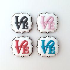 「LOVE」がモチーフのキュートなアイシングクッキー。  #love #ラブ #クッキー #アイシングクッキー #cookie #cookies #decoratedcookie #decoratedcookies #sugarcookie #sugarcookies #icingcookie #icingcookies
