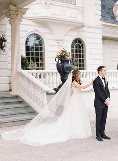 First look at the Ashford Estate: http://www.stylemepretty.com/2016/10/27/classic-ashford-estate-wedding/ Photography: Rebecca Yale - http://rebeccayalephotography.com/