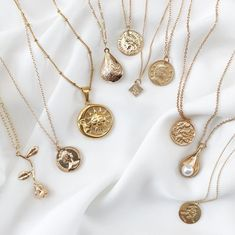 Colliers Belmto Minimal Gold - Colliers Belmto Minimal Gold # accessoires The Effective Pictures We Offer You About diy face ma - Dainty Jewelry, Cute Jewelry, Gold Jewelry, Jewelery, Vintage Jewelry, Jewelry Necklaces, Women Jewelry, Jewelry Box, Jewelry Making