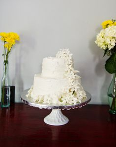 Round Wedding Cake with White Flowers
