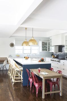 32 Kitchens with Colorful Seating