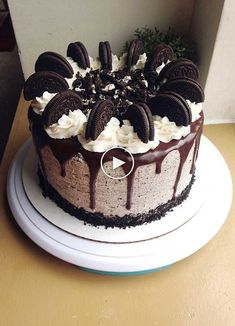 I made an Oreo drip cake for my cousin's birthday! 2019 I made an Oreo drip cake for my cousin's birthday! The post I made an Oreo drip cake for my cousin's birthday! 2019 appeared first on Birthday ideas. Oreo Cake Recipes, Dessert Recipes, Oreo Desserts, Frosting Recipes, Baking Recipes, Cookie Recipes, Chocolate Oreo Cake, Chocolate Birthday Cake For Men, Oreo Cookie Cake