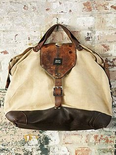 love the look of this! rugged yet elements of elegance/smoothness. Practical yet stylish. -m :: Free People Capraia Tote Estilo Fashion, Look Fashion, Fashion Bags, Mens Fashion, Looks Style, My Style, Sac Week End, Shopper, Beautiful Bags