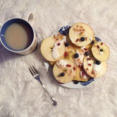 When you have no time to make pancake,you can have pinapple-Apple pancake✌️ with blueberries,white yogurt and goji berries and than chai tea latte of course