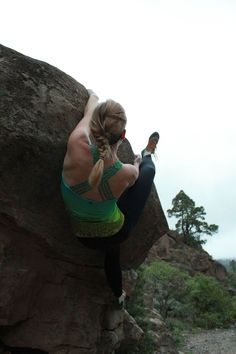 Living on the edge ;) #bouldering #climbing #climbinggirls #secondyou