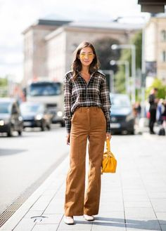 5 Fall Work Outfit Formulas to Wear on Repeat - PureWow How To Wear Flannels, Plaid Shirt Outfits, Plaid Shirt Women, Plaid Shirts, Winter Trends, Fall Fashion Trends, Autumn Fashion, Beige Outfit, Tan Pants Outfit