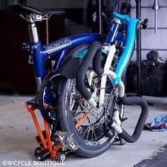 Great color combo. GW Cycle Boutique #Brompton# #BIKEgang #JosephKuosac #BIKEgangSG #BromptonSociety #BromptonMODs #BromptonLife #MyBrompton #BromptonBicycle Bike Gang, Brompton, Cycling, Industrial Design, Colors, Wheels, Instagram, Happy, Life