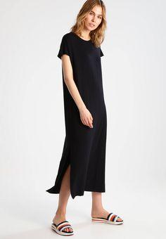 Holzweiler. STREET  - Fotsid kjole - black. Ermelengde:Korte ermer. Lengde:ankellang. Totallengde:139 cm i størrelse S. Overmateriale:95% modal, 5% elastan. Mønster:ensfarget. Materiale:jersey. Passform:vid. Hals/utringning:rund hals. Modell... Short Sleeve Dresses, Dresses With Sleeves, Cold Shoulder Dress, Lifestyle, Street, Black, Fashion, Scale Model, Moda