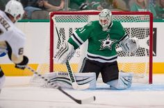 The Pittsburgh Penguins filled a hole left by the departure of MA Fleury by adding goaltender Antti Niemi and defenseman Matt Hunwick. Dallas, Hockey News, Stars Hockey, The Mike, Cbs Sports, Free Agent, National Hockey League, Pittsburgh Penguins, Nhl