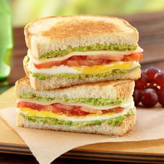 Fried egg sandwich recipe is delicious, easy and can be prepared in no time at home. Here are four yummy fried egg sandwich recipes. Grilled Sandwich, Sandwich Recipes, Egg Recipes, Lunch Recipes, Summer Recipes, Breakfast Recipes, Cooking Recipes, Salad Sandwich, Baguette Sandwich