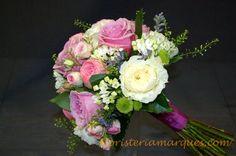 Ramo de novia romántico con peonias,rosas, bouvardias realizado por floristeriamarques.com.