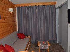 Location vacances appartement St Francois Longchamp: Pièce de vie - Canapé lit (2p) - TV 32 cm Led