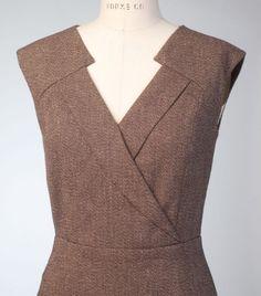 Anne Klein dress for Vogue Patterns. Fashion details of clothes. Neckline Designs, Kurti Neck Designs, Dress Neck Designs, Blouse Designs, Vogue Patterns, Dress Patterns, Sewing Patterns, Diy Clothing, Sewing Clothes