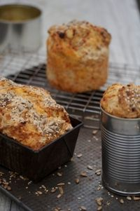 Heleen Meyer / RECIPES / Alfresco summer recipes / Beer bread with cheese & fresh herbs