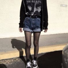 Love this grunge outfit by @lilcrybaaby