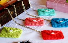 Colar Envelope de Crochet Verde Limão